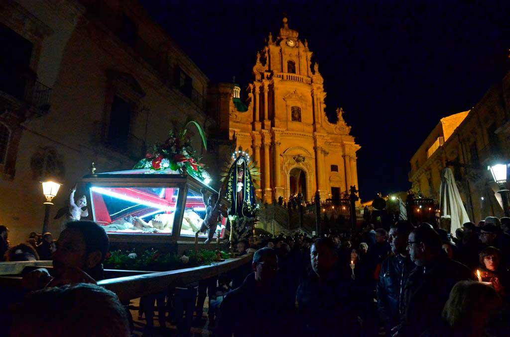 Settimana Santa a Ragusa Ibla. Domani sera da piazza Duomo la processione del Venerdì santo