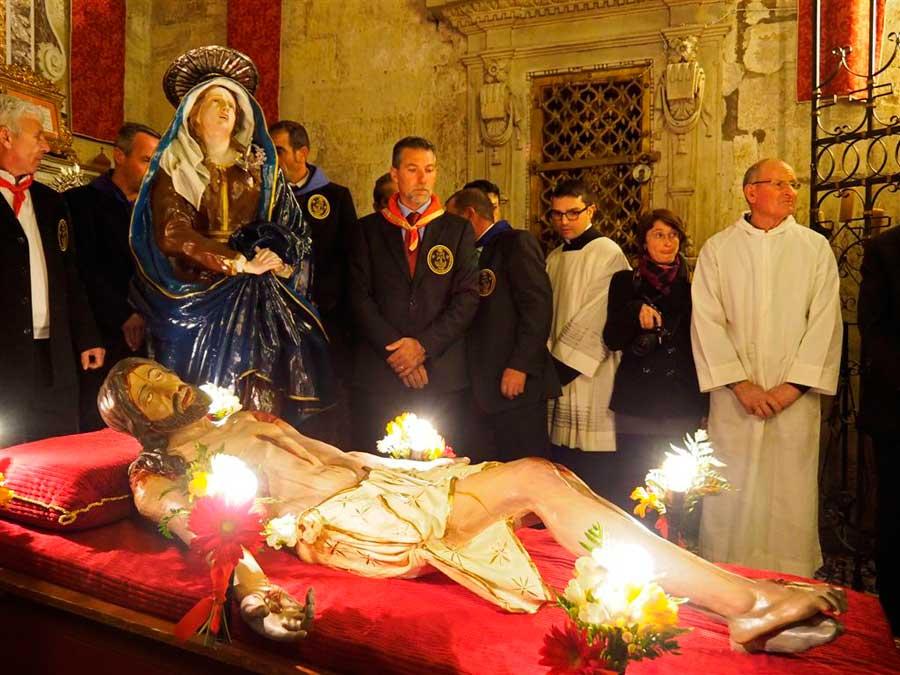 Ieri sera a Santa Maria di Betlem il suggestivo rito della deposizione del cristo dalla croce