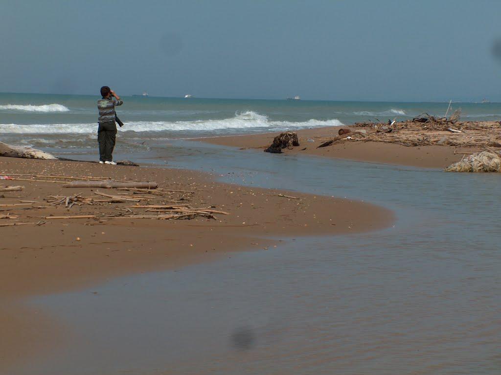 Acate. Interdizione di uno specchio acqueo marino in prossimità della foce del Dirillo.