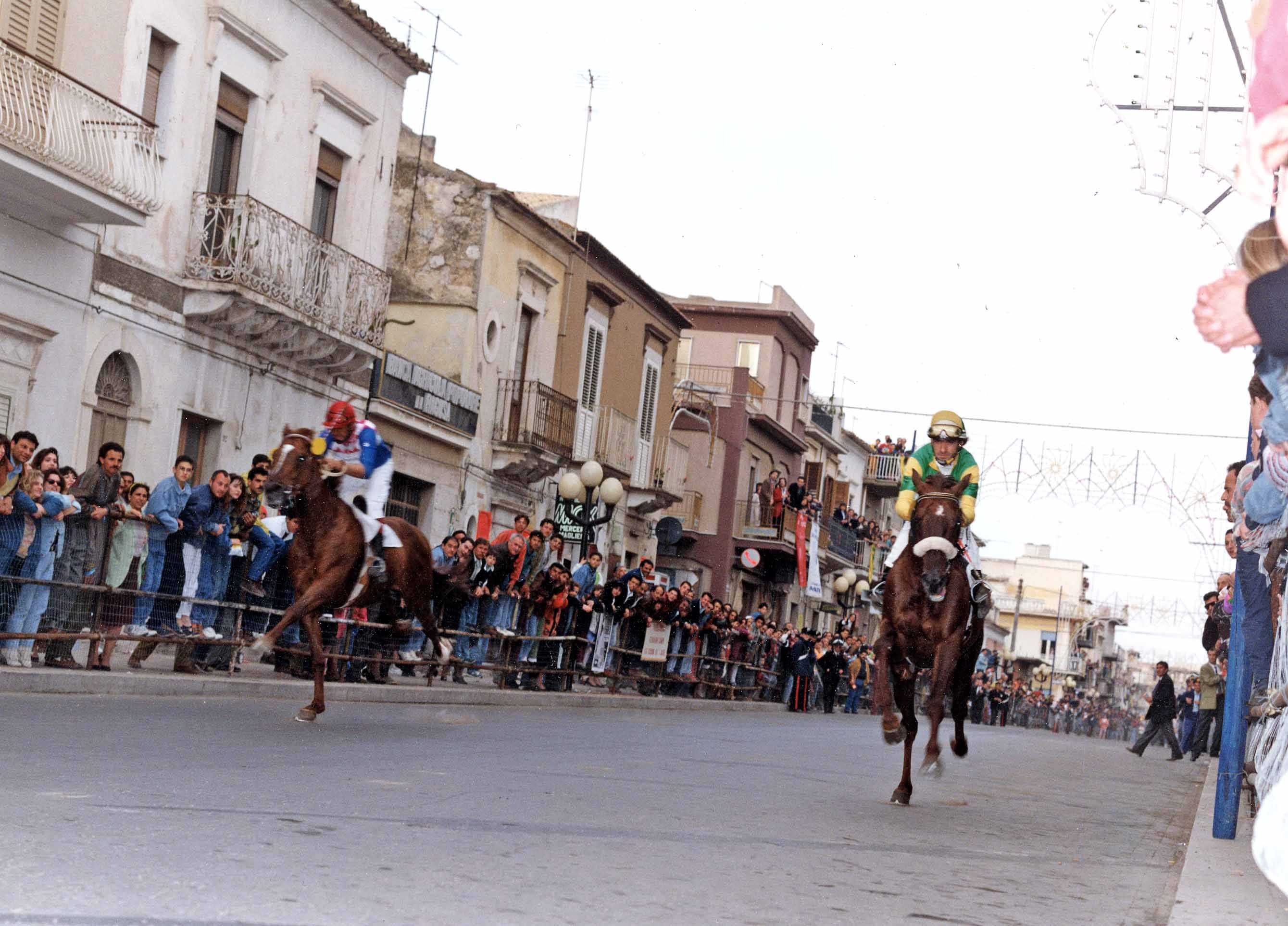 Acate.  Festa di San Vincenzo. Spettacoli equestri e gruppi folk per non far rimpiangere il Palio.