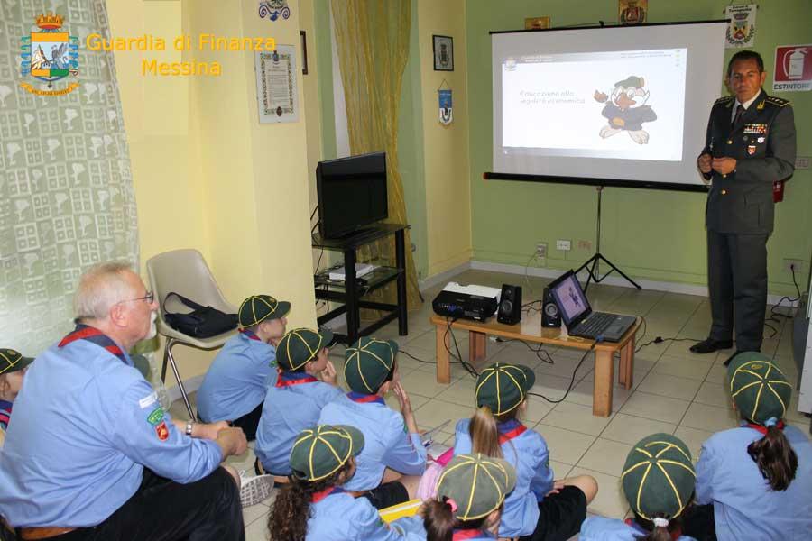 Giovani scout visitano la caserma della GdF di Milazzo