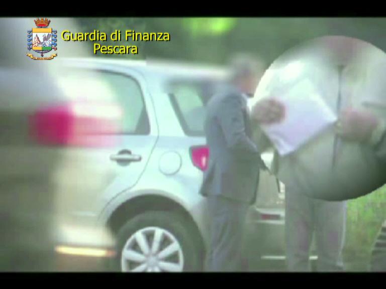 Pescara. Arrestati per corruzione un funzionario dell'agenzia entrate e consulente