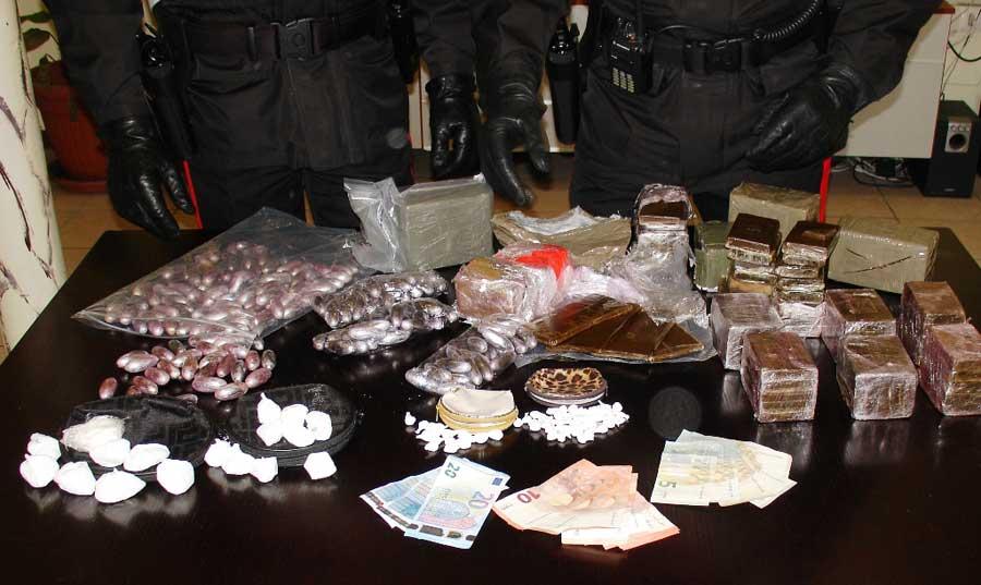 Novara. Arrestato davanti al Carrefour con oltre 10 chili di droga.