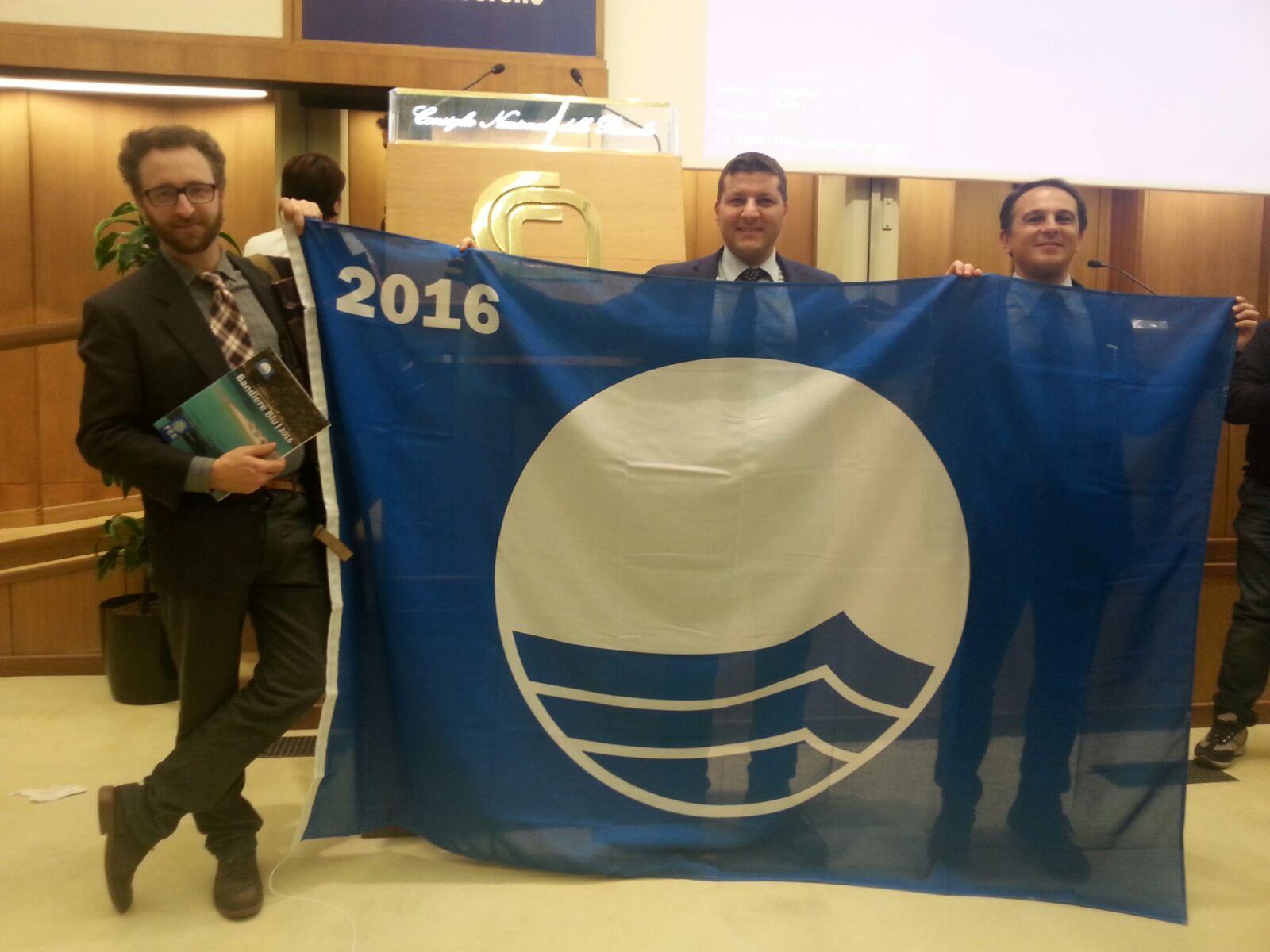 Marina di Ragusa, torna a sventolare la bandiera blu