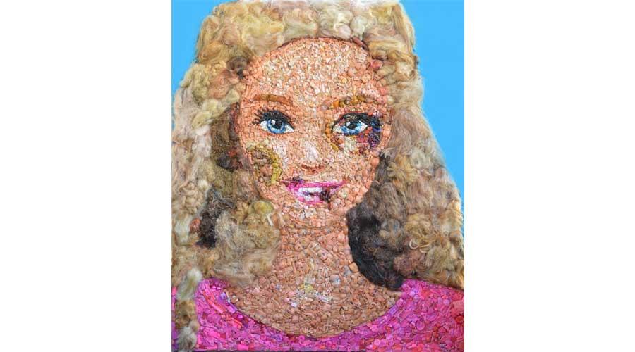 Alla Triennale dell'Arte di Verona la Barbie tumefatta, per denunciare la violenza sulle donne