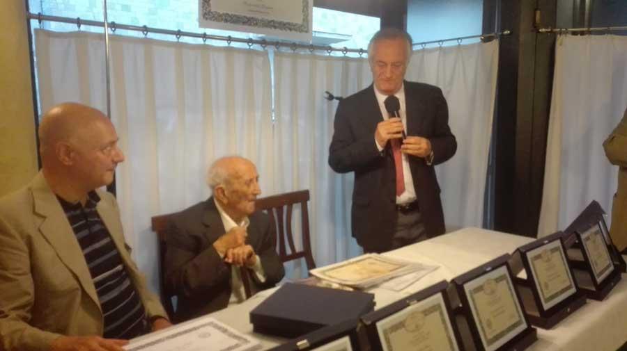 Catania. Festeggiati con un premio nazionale di poesia, saggistica e narrativa i cento anni di Carmelo Monteleone
