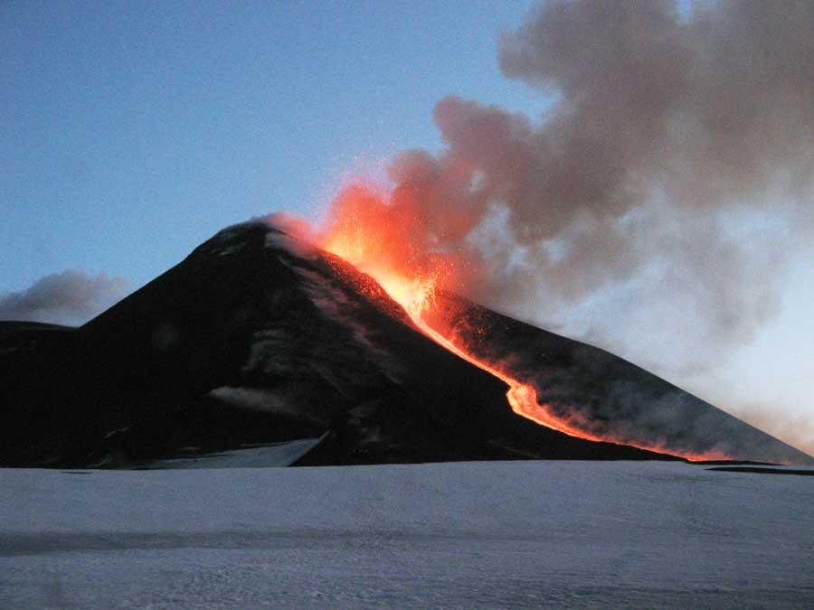 L'impronta del vulcano nella falda dell'Etna