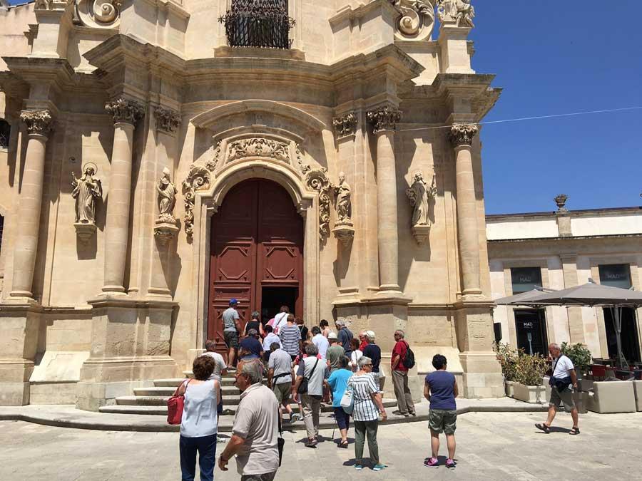 """Ragusa. D'Asta e Chiavola: """"Ibla è piena di turisti ma i disservizi sono parecchi"""""""