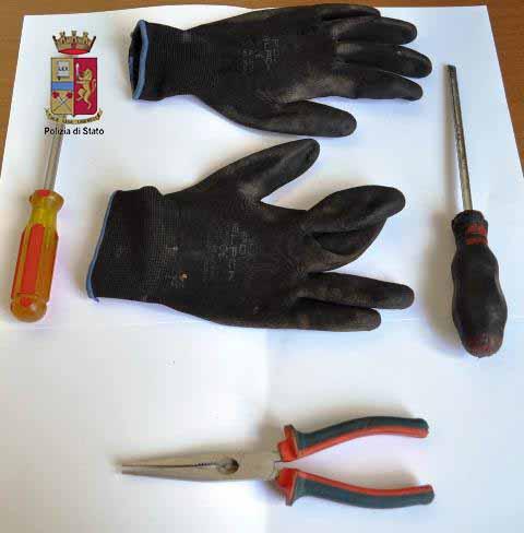 Messina, sorpreso dal proprietario a rubargli lo scooter. La Polizia lo arresta.