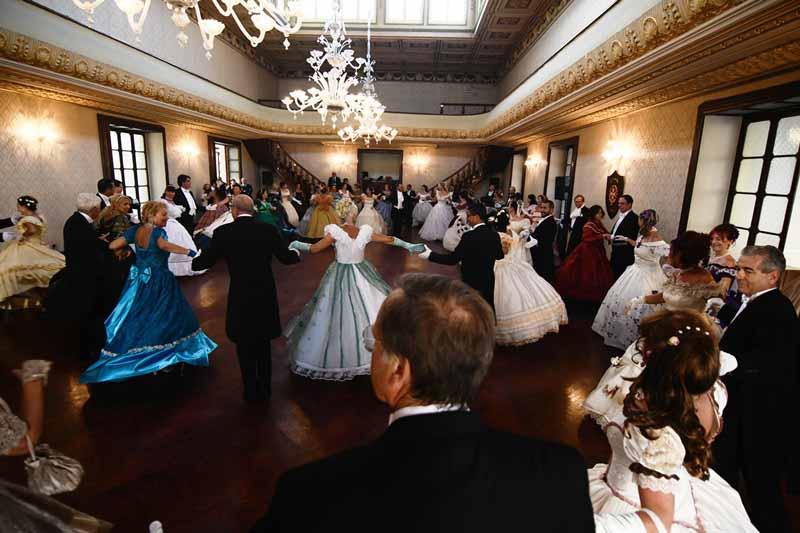 Danza storica: L'applauso di Malta al ballo italiano
