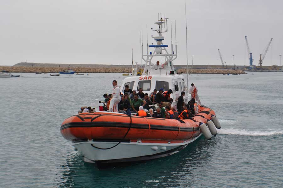 Salvati 33 migranti da un'imbarcazione incagliata a porto Ulisse
