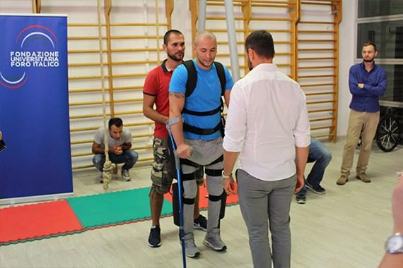 """Ecco come i paraplegici ritornano a camminare """"Facciamo quattro passi"""""""