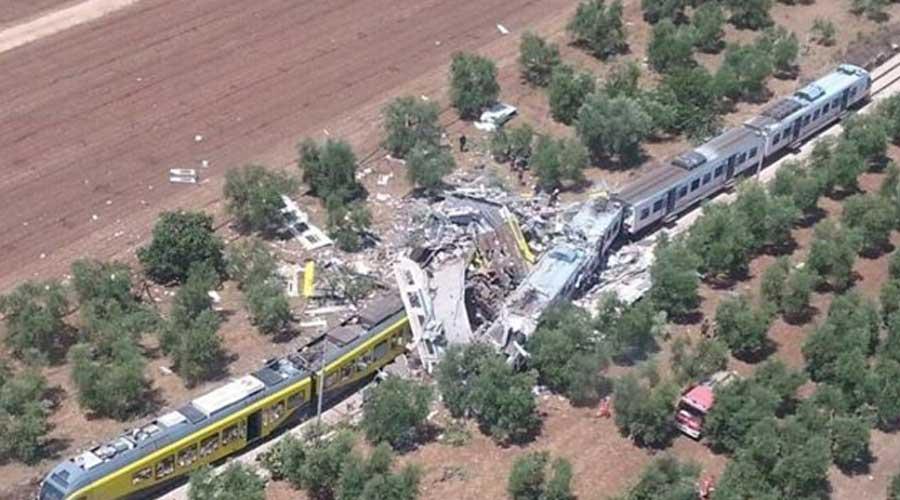 Scontro tra due treni, almeno 10 morti e diversi feriti