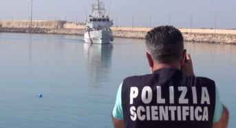 Ragusa. La Polizia ferma 5 scafisti, 1 bengalese, 1 egiziano, 1 gambiano (minore) e 2 marocchini
