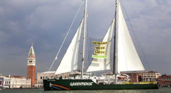 Greenpeace: Rinnovabili, parte da bari il tour della Rainbow Warrior