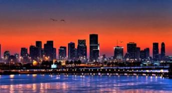 """Dalle avventure amorose alla villa di Gianni Versace: il vero volto di Miami nei racconti di """"La seta e l'uragano"""""""