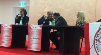 Una folla ha accolto Bersani. La sinistra che si stringe attorno al suo ex Segretario