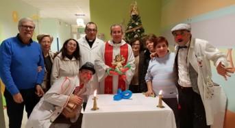 Benedetti i bambini ricoverati nei reparti di ginecologia e neonatologia dell'ospedale Maria Paternò Arezzo di Ragusa