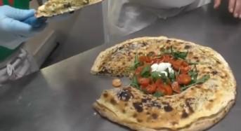 """Alla scoperta delle """"pizze stravaganti"""" della pizzeria Zitto e Mangia (VIDEO)"""