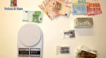 Arrestato 26enne: Nascondeva 776,9 grammi di hashish sotto le tegole del tetto di casa