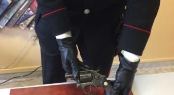Padre e figlio minacciano un giovane e poi aggrediscono i carabinieri: Arrestato il quarantenne pluripregiudicato e denunciato il figlio minore