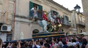 Sabato sera al duomo di Ragusa la cerimonia di reposizione del simulacro di San Giorgio e dell'Arca Santa