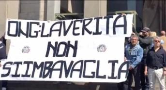 """Catania. Casapound espone striscione davanti tribunale: """"ONG, la verità non si imbavaglia"""""""