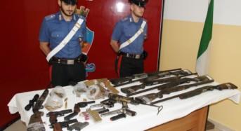 Crotone. Perquisizioni e controlli: Scoperti tredici tra fucili, pistole e carabine, oltre a centinaia di proiettili. Due arresti