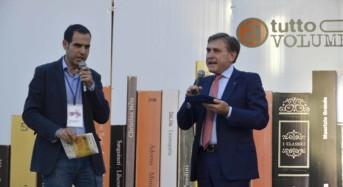 """""""A Tutto Volume"""" Ragusa, sen. Mauro consegna agli organizzatori targa per il patrocinio del Senato alla manifestazione"""