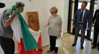 Il maestro Nicolosi dona una sua opera alla Polizia di Stato di Ragusa
