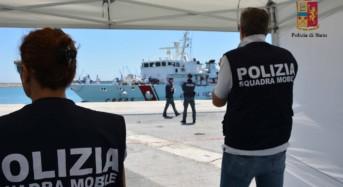 Ragusa. La Polizia ferma uno scafista tunisino recidivo per aver condotto in Italia 111 migranti