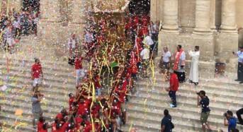 """Giarratana, i mille colori della """"Sciuta"""" di San Bartolomeo"""