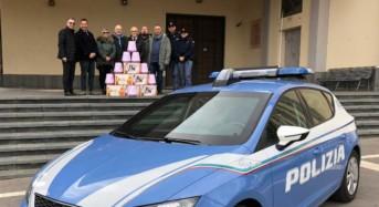 La Polizia di Stato dona delle ceste natalizie di dolciumi alla comunità della parrocchia di Santa Anna della città di Enna