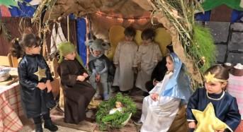 """Natale nel bosco, a Marina di Ragusa i piccoli della Quasimodo interpretano la """"Natività"""""""