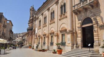 Trenta puntate di Montalbano, Scicli festeggia aprendo il Commissariato gratis