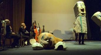 Vittoria. Musicazione dal vivo, pupi e marionette per raccontare la Creazione