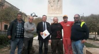 Acate. L'associazione Lamba Doria restaura il Monumento ai Caduti.