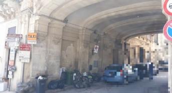 Ragusa. Contenitori per rifiuti in prossimità dello stallo per taxi nella centralissima piazza Duomo a Ibla: CNA ne richiede lo spostamento