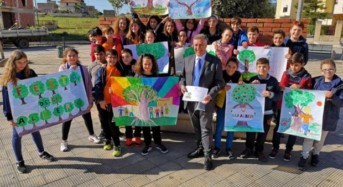 Acate. Piantati sette alberi donati dai consiglieri comunali.