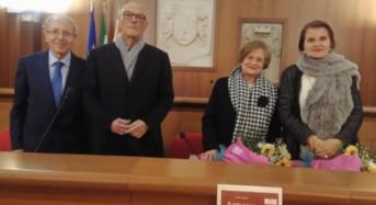 """Acate. """"Il mio paese è Macondo- Racconti Miti Poesie"""", della professoressa Lidia Ferrigno, presentato al Castello."""