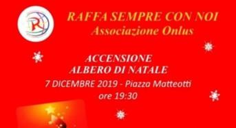 """Acate. Associazione """"Raffa sempre con noi"""": donato un Albero di Natale alla comunità acatese."""